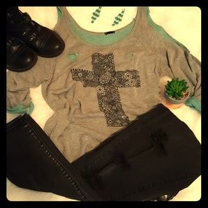 Buckle Top with a sequined Cross - Sz L/Large